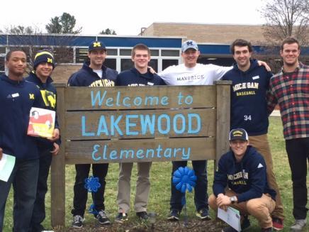 students around Lakewood elementary school sign